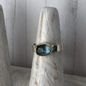 Blue tourmaline, silver and 18 ct gold ring 8