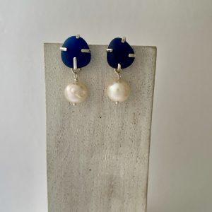 Blue sea glass and pearl stud earrings 5
