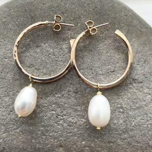 Gold hoop earrings with pearl drop 15